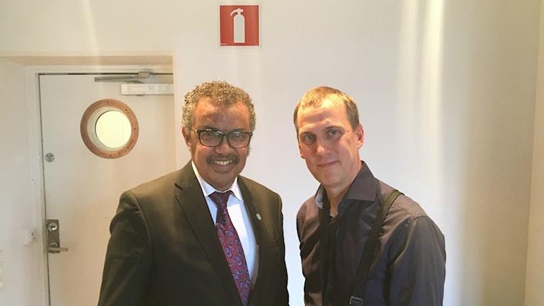 WHOs GD Dr Tedros Adhanom Ghebeyesus och globala hälsokorrespondenten Johan Bergendorff
