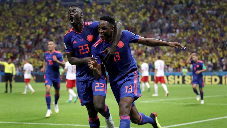 Yerry Mina firar efter att ha gjort 1-0.