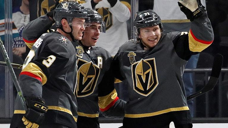 2018 Las Vegas Knights William Karlsson, till höger, jublar. Foto: John Locher/TT