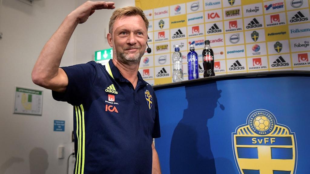 Nye förbundskaptenen Peter Gerhardsson har gjort sin första träning med landslaget.