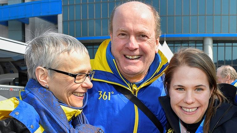 Anna Hasselborg med mamma Pia och pappa Mikael.