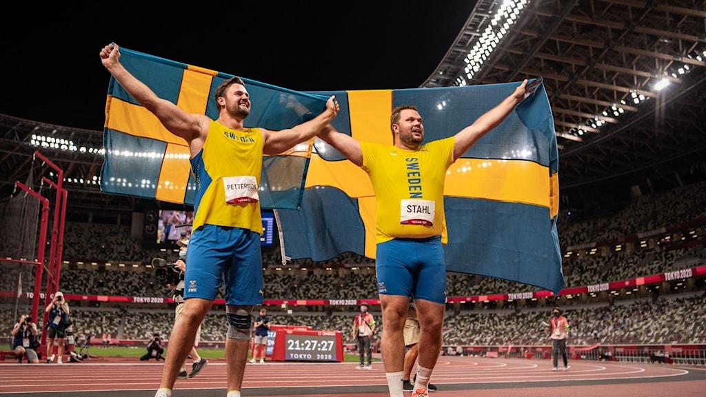 Daniel Ståhl vinner OS-guld i diskus efter ett kast på 68,90 meter och Simon Pettersson vinner silver med ett kast på 67.39.