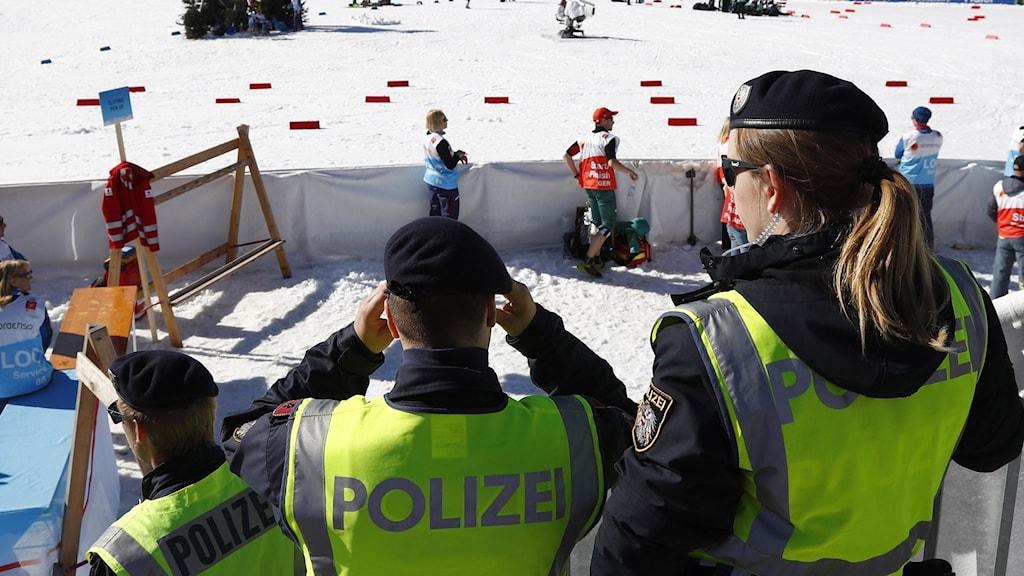 Poliser på arenan under skid-VM i Seefeld