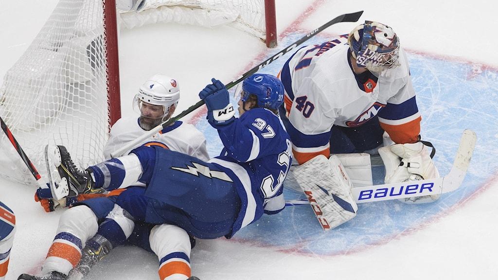 New York Islanders fick Tampa Bay på fall och tvingar fram en sjätte match i semifinalserien.