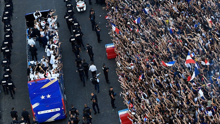 Fransmännen firar sina världsmästare.