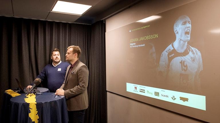 Handbollsförbundets presschef Daniel Vandor och förbundskapten Kristján Andrésson.
