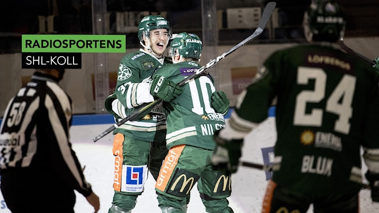 Färjestads Michael Lindqvist och Marcus Nilsson jublar mot Rögle.