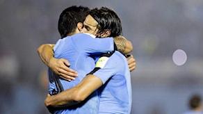 Kramkalas mellan Luis Suarez och Edinson Cavani.