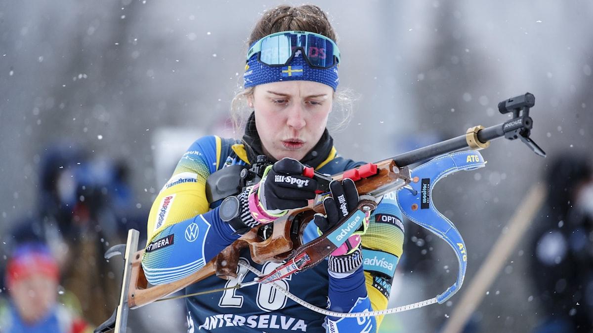Skidskytten Elvira Öberg. Foto: JASMIN WALTER/Bildbyrån