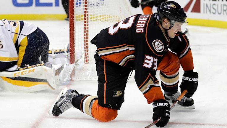 Jakob Silfverbergs Anaheim Ducks får en ny tränare.