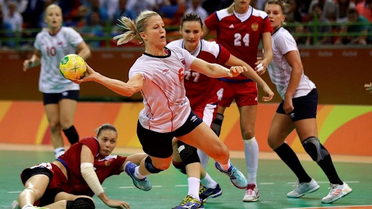 Norska handbollsstjärnan Heidi Löke under en match i OS i Rio.