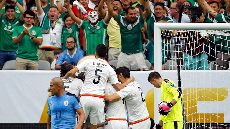 Mexiko firar mål mot Uruguay i Copa América.