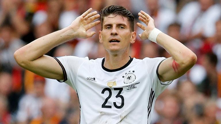 Gomez jublar efter sitt 1–0-mål mot Nordirland.