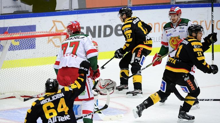 Skellefteå gör mål mot Mora.