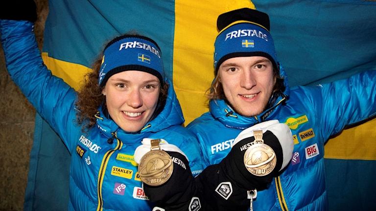 Hanna Öberg och Sebastian Samuelsson med sina bronsmedaljer.