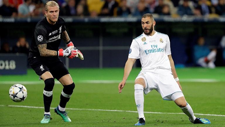 Lorius Karius gav bort bollen till Karim Benzema strax efter smällen.