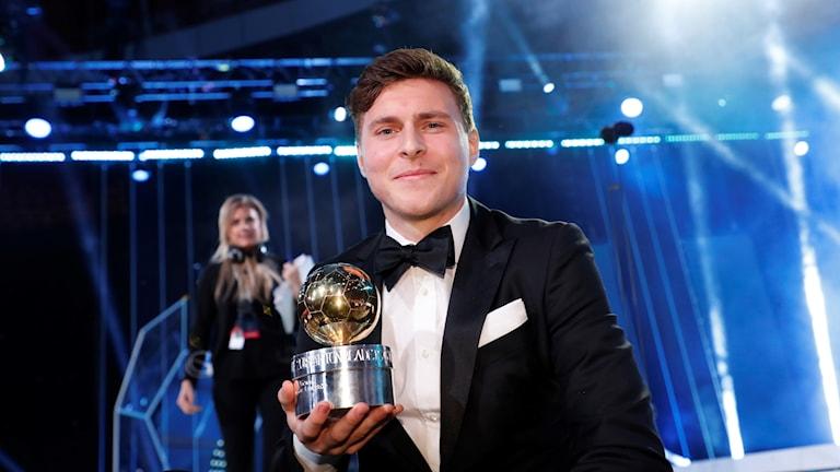 STOCKHOLM 2018-11-12 Victor Nilsson Lindelöf vinner Guldbollen under Fotbollsgalan 2018 på Ericsson Globe Arena. Foto: Christine Olsson / TT