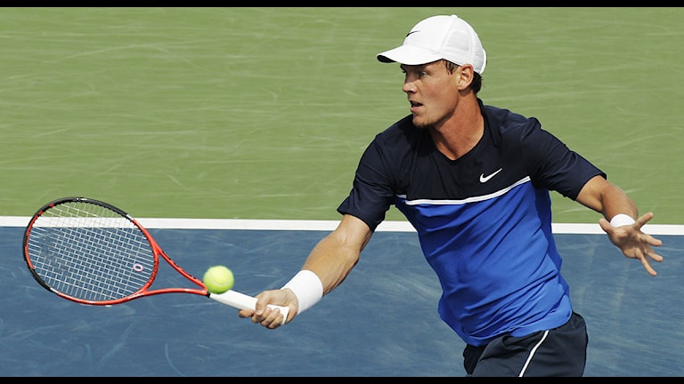Tomas Berdych of the Czech Republic returns a shot to Janko Tipsarevic of Serbia during the U.S. Open tennis tournament in New York, Saturday, Sept. 3, 2011. (AP Photo/Charlie Riedel)