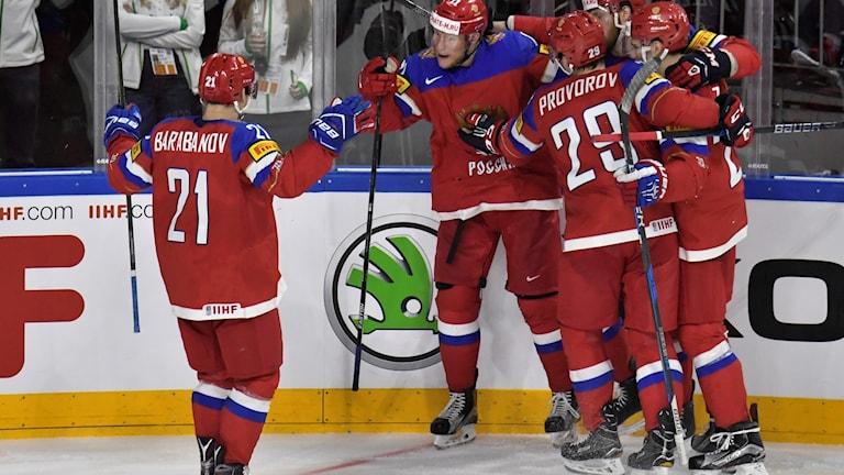 Ryssland jublar efter sitt enda mål under ordinarie matchtid.