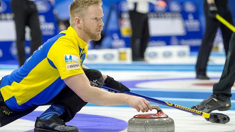 Niklas Edin och Sverige tog femte segern.