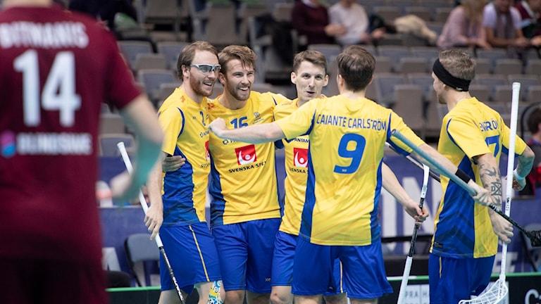 Sverige vann VM-kvartsfinalen stort mot Lettland.