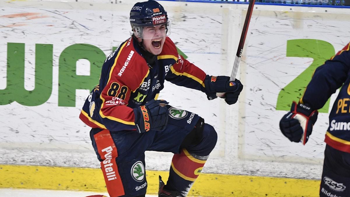 Djurgårdens Alexander Holtz jublar.