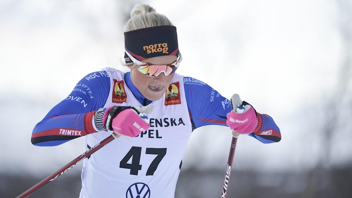 BRUKSVALLARNA 20201122 Frida Karlsson under söndagens 10 km individuell start fristil i Bruksvallarna. Foto Pontus Lundahl / TT
