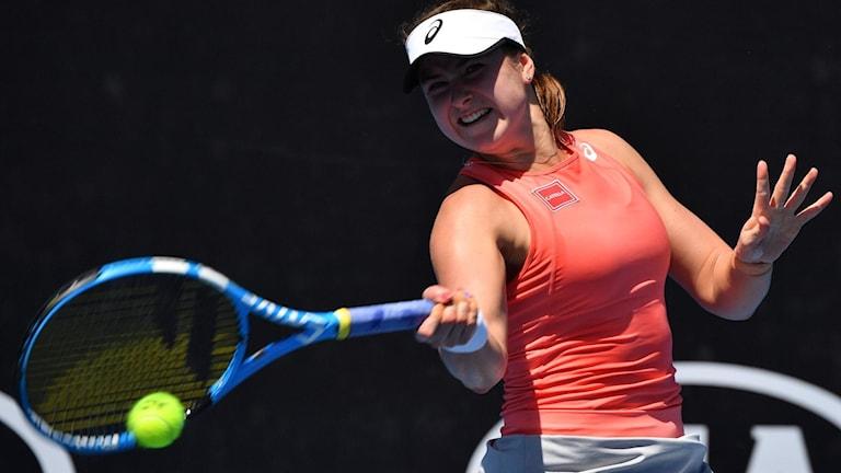 Rebecca Peterson i matchen mot rumänskan Sorana Cirstea. Foto: Paul Crock/TT