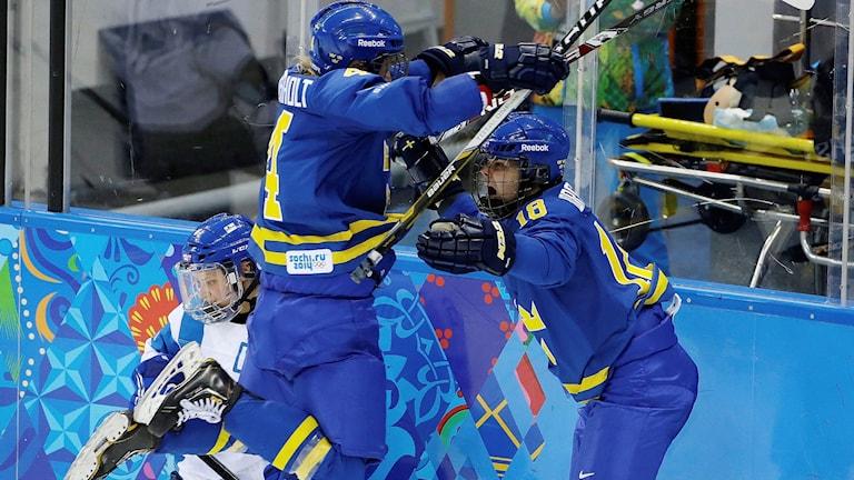 Flera spelare i årets Damkronorna var med i segern mot Finland 2014, bland annat Anna Borgqvist (till höger).