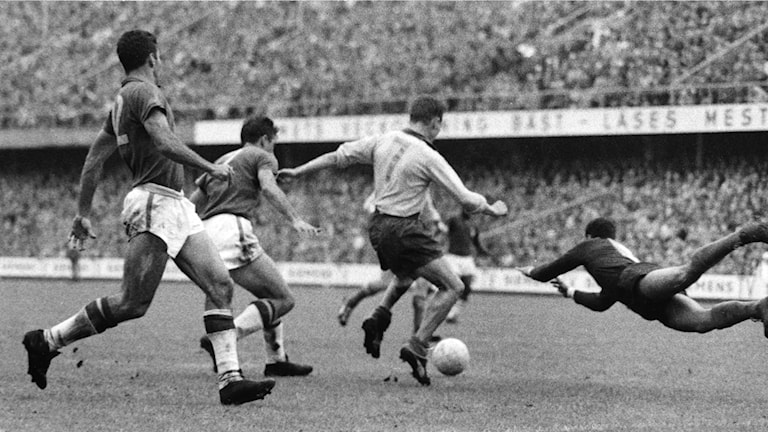 Kurre Hamrin på språng under VM 1958.