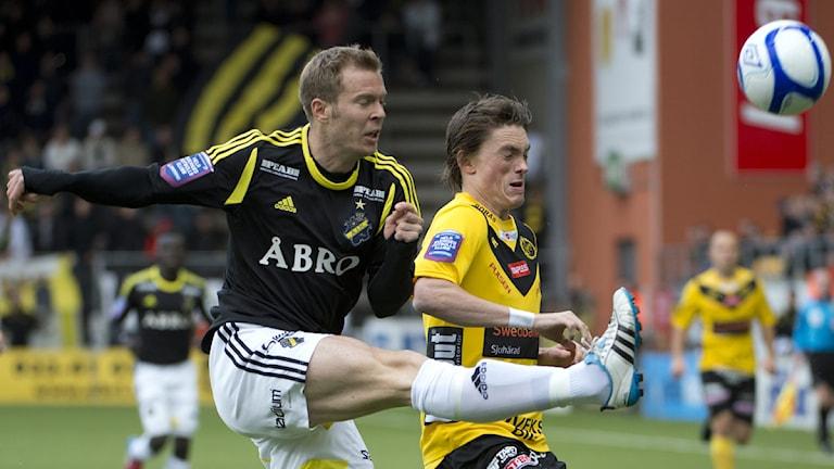 AIK:s Per Karlsson och Elfsborgs Lasse Nilsson.