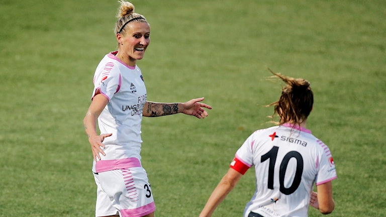 Fotbollsspelaren Anja Mittag under en match.