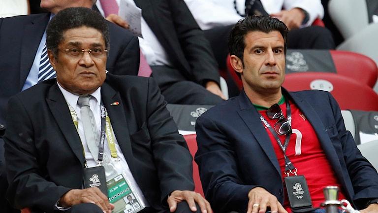 20120621 Portugals Eusebio och Luis Figo på plats för att se Tjeckien-Portugal i EM