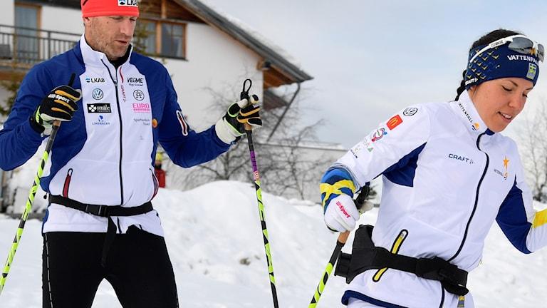 Arkivbild: Charlotte Kalla (t.h.) och hennes personlige tränare Magnus Ingesson.