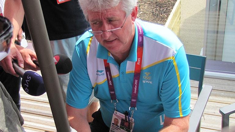 SOK:s ordförande Stefan Lindeberg kommenterar CAS beslut att inte dela guldmedaljen i damernas triathlon. Foto: Martin Sundelius/Sveriges Radio.