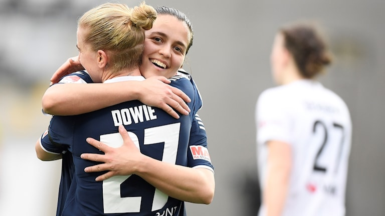 Linköpings Natasha Dowie (27) har gjort 1-0 under söndagens damallsvenska fotbollsmatch mellan Linköping FC och Växjö DFF på Linköpings Arena.