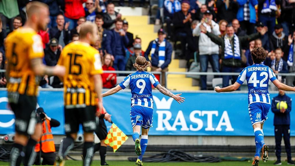 Göteborgs Elias Mar Omarsson firar sitt 1-0 mål under lördagens allsvenska fotbollsmatch mellan IFK Göteborg och BK Häcken på Gamla Ullevi.