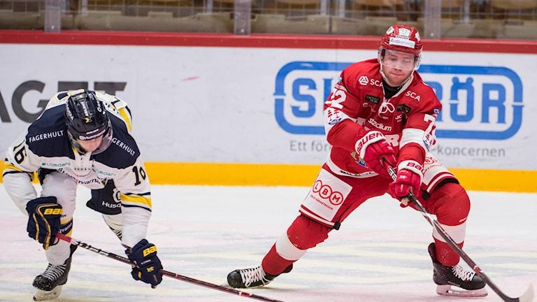 Timrås Sebastian Ohlsson till höger.