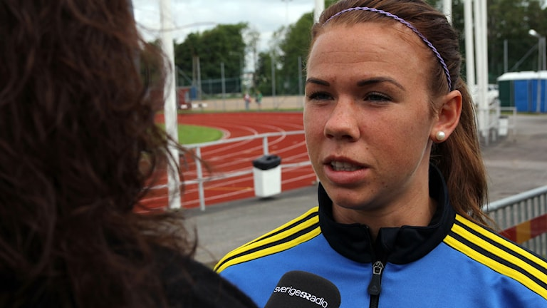 2013, fotboll, damlandslaget, Radiosportens Emma Lukins intervjuar Jessica Samuelsson.