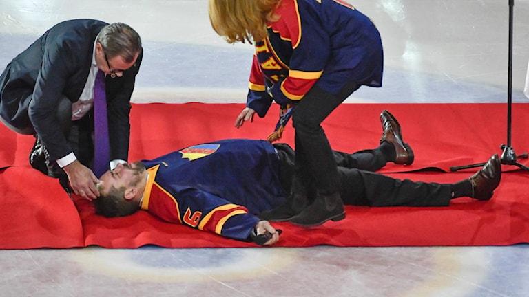 Nichlas Falk svimmar under sitt tacktal.