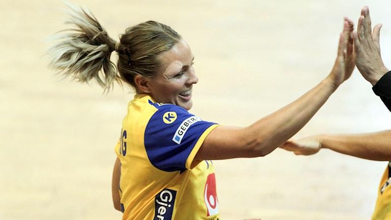 Sveriges Johanna Westberg jublar under onsdagens EM-kvalmatch (damer, grupp 3) mellan Makedonien och Sverige.