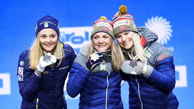 Stina Nilsson (tv) med norskorna Maiken Caspersen Falla och Mari Eide.