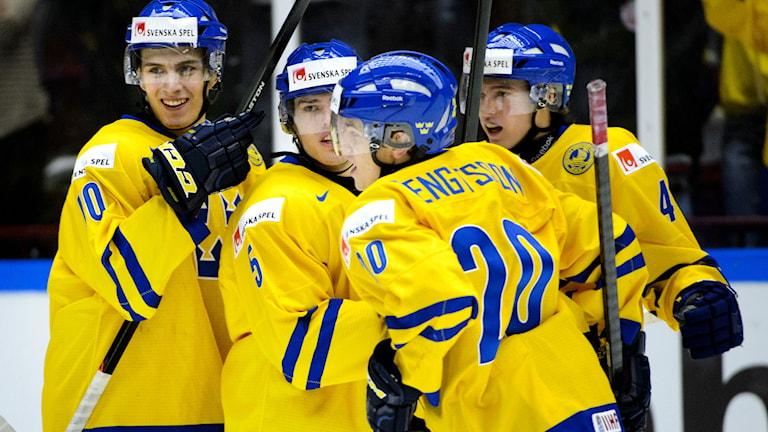 Sverige firar 1-1 under finalen i JVM mellan Sverige och Finland i Malmö Arena på söndagen. Foto: Ludvig Thunman/TT