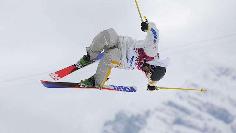 20140211 Emma Dahlstrom hoppar under slopestyletävlingarna vid OS i Sotji. Foto: Sergei Grits/TT