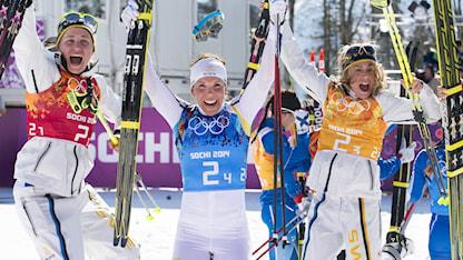 20140215 Ida Ingemarsdotter, Charlotte Kalla och Anna Haag efter OS-guldet i stafett i Sotji. Foto: Tobias Röstlund / TT