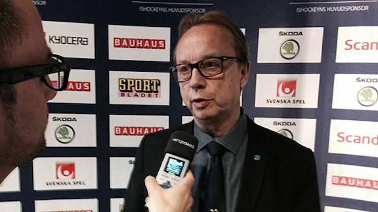 2014 Pär Mårts intervjuas av Radiosporten. Foto: Gustav Landmark/SR
