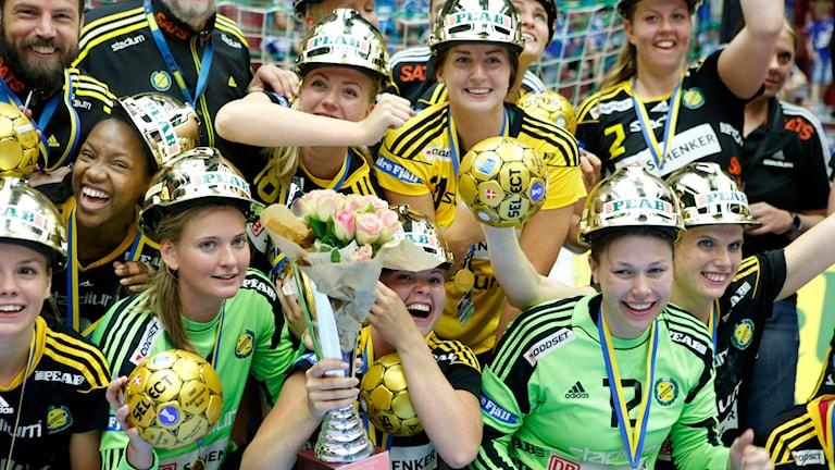 2014-05-24 Sävehofjubel efter damhandbollsfinalen när laget tog sitt sjätte raka guld och utklassade Nackalaget med 38-20 (18-12) i Malmö Arena. Foto Drago Prvulovic/TT