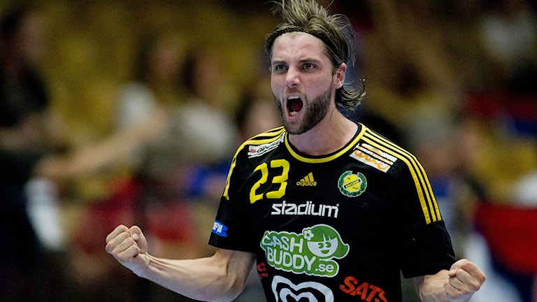 Viktor Ottosson jublar efter ett av sina mål. Foto: Adam Ihse/TT Nyhetsbyrån