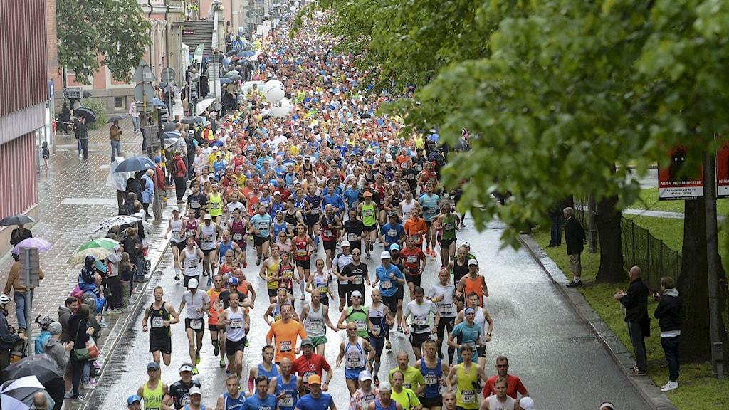 STOCKHOLM 20140531 De första löparna på Valhallavägen under Stockholm Marathon på lördagen. Foto Maja Suslin / TT.