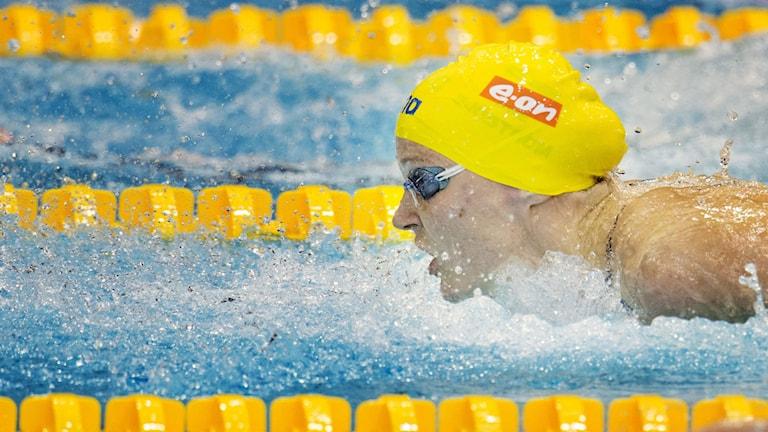 Sarah Sjöström under semifinalen i 100 meter fjäril. Foto: Jessica Gow/TT